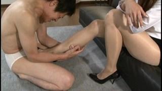 美脚痴女 ムレムレのパンスト足臭 広瀬奈々美のサンプル画像4