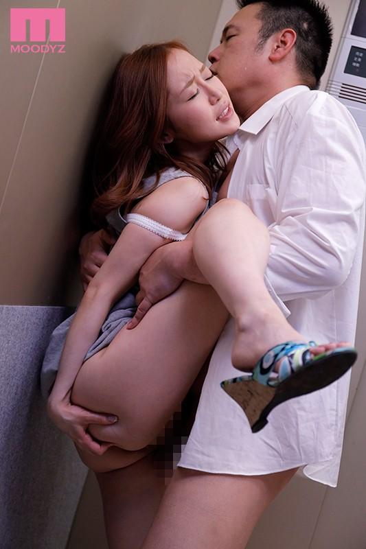 エレベーターの故障で2人っきり… 汗だく密着性交 篠田ゆう2
