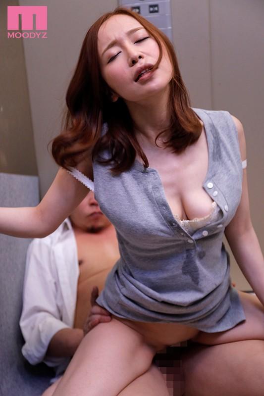 エレベーターの故障で2人っきり… 汗だく密着性交 篠田ゆう3
