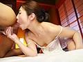 旦那の居ない隙にこっそり精子吸引!喉舌ディープスロート浮気妻 佐々木あきのサンプル画像9