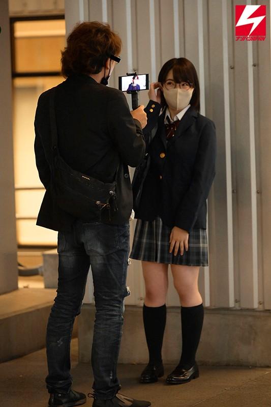 制服巨乳少女ヤリモクナンパSNSで見つけたカメラマンに写真を撮られたい… のサンプル画像 1枚目