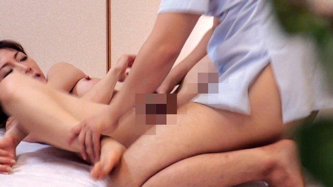 普通の奥さんが旦那に騙されマッサージ師に猥褻施術されNTRセックスに至る緊迫ドキュメント!4時間