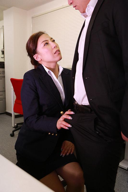「こんなおばさんでも勃起してくれるの?」肉感的なカラダの四十路保険外交員が年下上司にそそのかされて中●しされちゃった