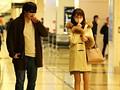 盗撮リアルドキュメント!密着52日、吉沢明歩のプライベートを激撮し、偶然を装って二度に渡り近づいてきたイケメンナンパ師に引っ掛かって、SEXまでしちゃった一部始終のサンプル画像