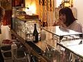 盗撮リアルドキュメント! 密着23日、湊莉久のプライベートを激撮し、行きつけのバーで見習い店員に扮したイケメンナンパ師に引っ掛かって、SEXまでしちゃった一部始終のサンプル画像