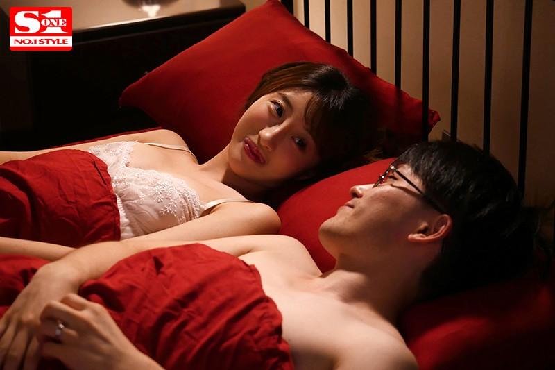 星宮一花 NTR同窓会 愛する妻と最悪な元彼の気が狂いそうな胸糞浮気映像。サンプルイメージ1枚目