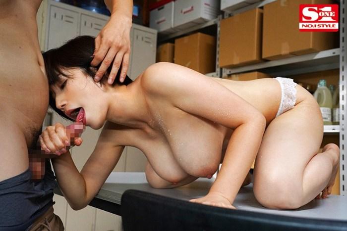 バイト先の店長の奥さんがどスケベ過ぎて僕のカラダが持ちません…奥田咲… のサンプル画像 9枚目