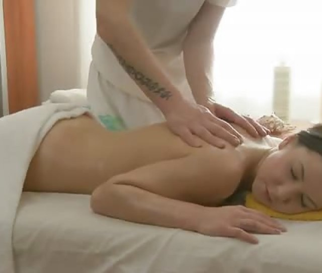 Lady Receives Complete Body Massage And Fuck