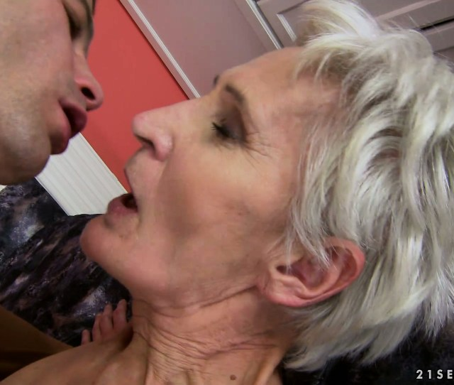 Porno Video Of Enthusiastic Granny Gets A Meat Bone To Eat And Nail Her Cunt