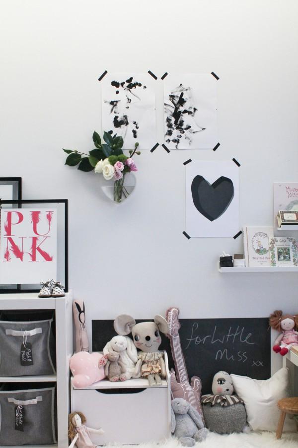Du Rose Et Gris Dans Une Chambre De Petite Fille