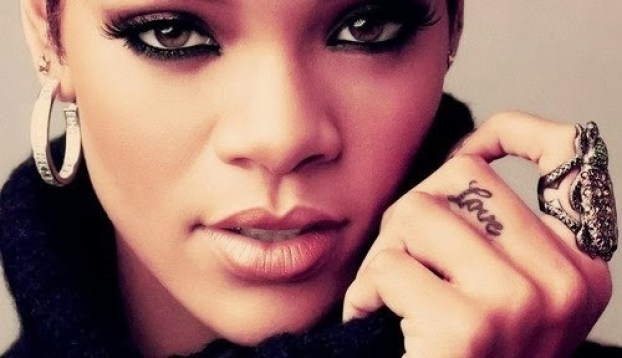 Beautiful Rihana With Famous Love Tattoo Design On Finger