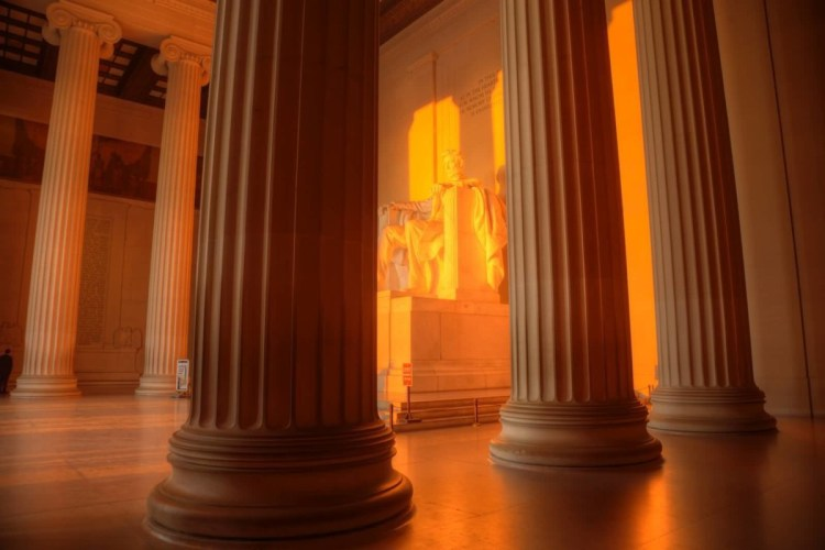 Mind Blowing Columns With Golden Color Inside The Lincoln Memorial Washington