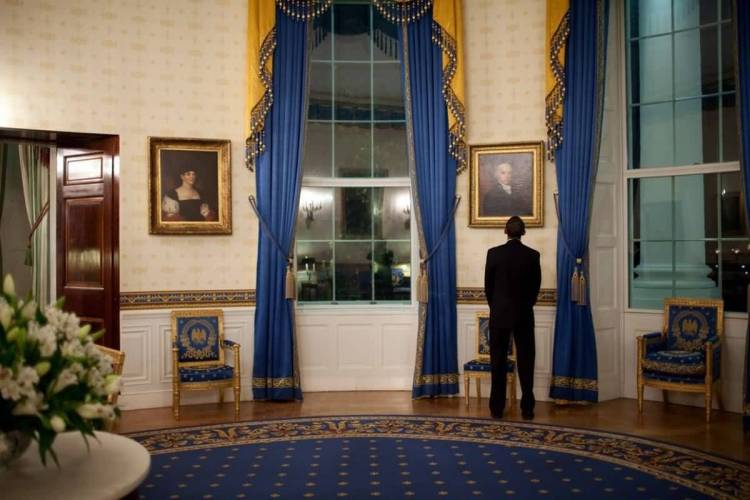 Nice Barack Obama Looking A Portrait Inside White House In Blue Color Combination