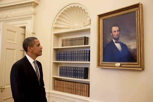 The President Obama Looking Abraham Lincolns Photo Inside The White House