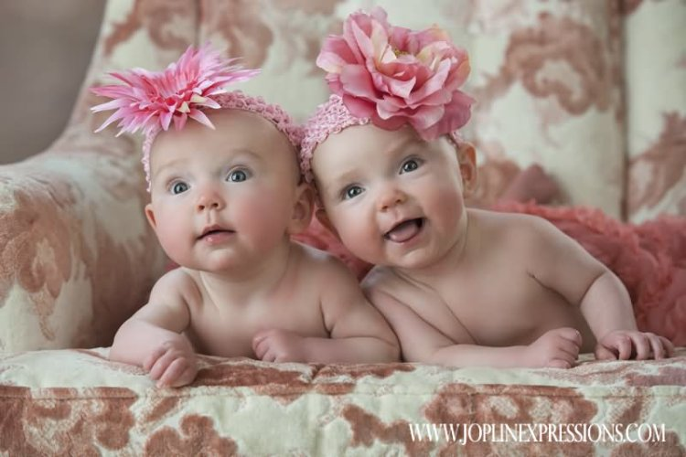 Twin Babies Cute Watching Reaction Facieses