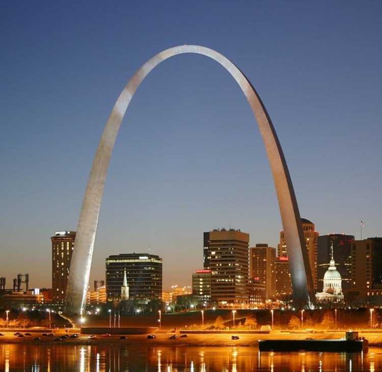 Best Charming Photo Of Gateway Arch At Night With Beautiful Building