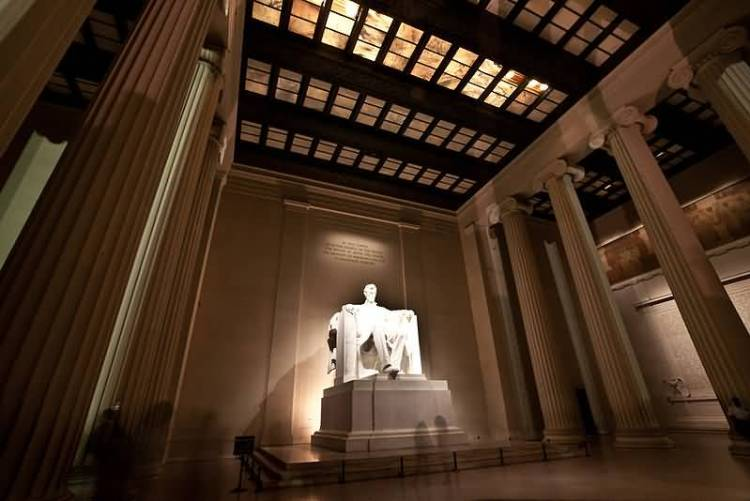 Horrible Statue Of Abraham Lincoln Inside Lincoln Memorial In America