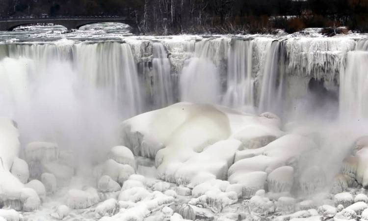 Marvelous Front View Of Niagara Falls Frozen For Wallpaper