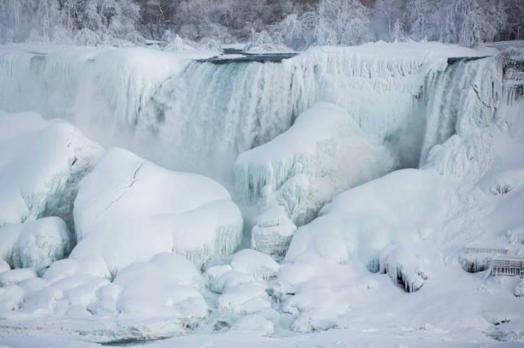 Sweet Partially Frozen Niagara Falls For Desktop Wallpaper