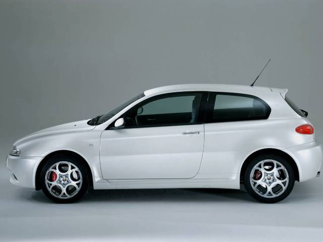 Amazing full left side of White colour Alfa Romeo 147 GTA Car