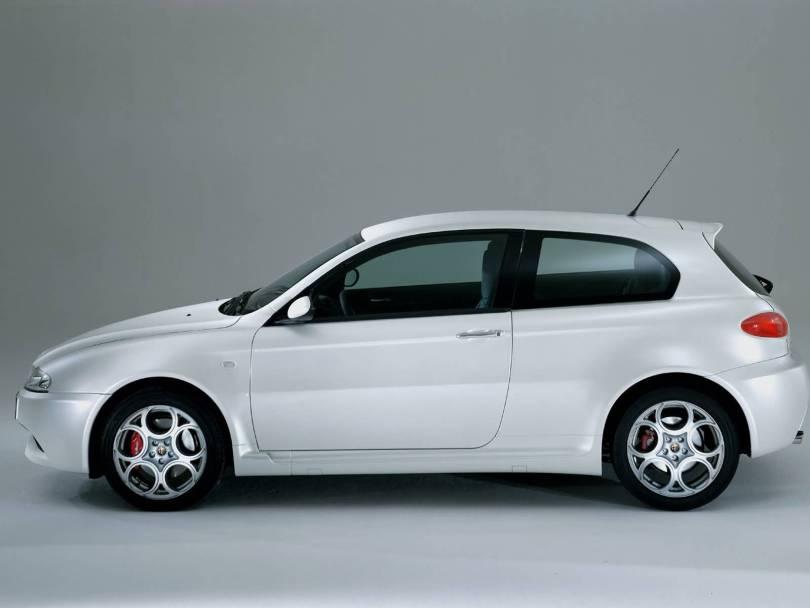 Amazing full left side of White colour Alfa Romeo 147 GTA Car