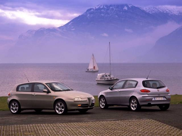 Awesome two silver Alfa Romeo 147 Cars