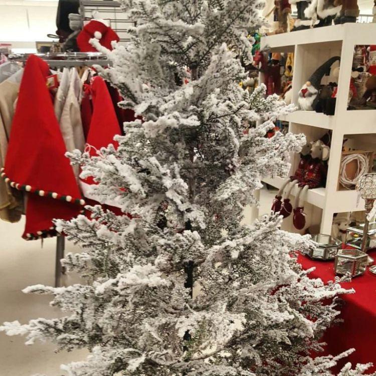 Custom Made White Christmas Tree Design Idea