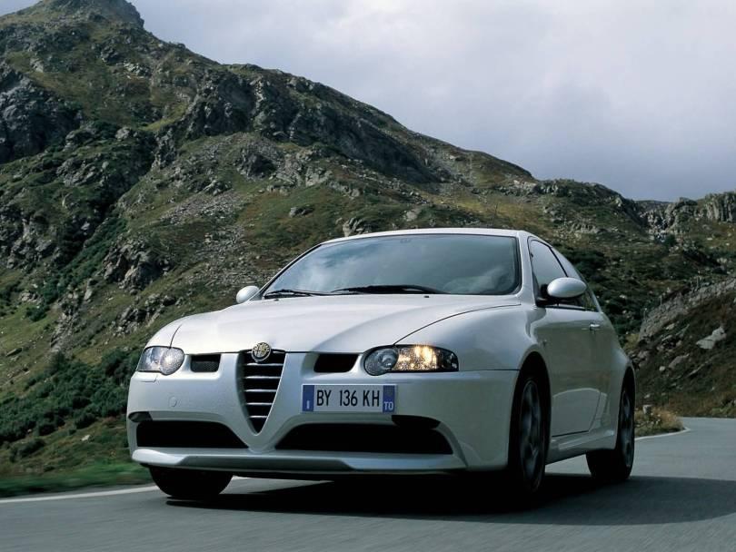 Mind blowing on the road White colour Alfa Romeo 147 GTA Car