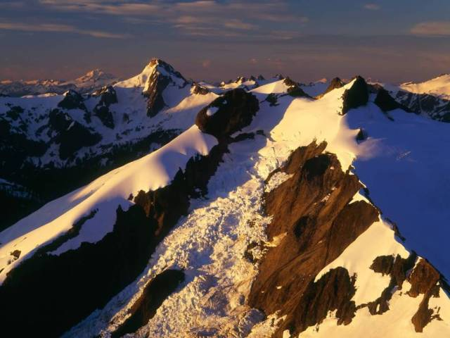 Sporty Icy Peak North Cascades Washington 4K Wallpaper