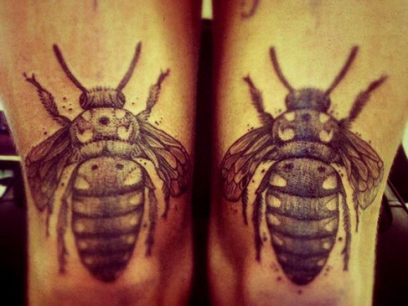 Sweet Black Color Ink Bumblebee Tattoo On Knee For Girls