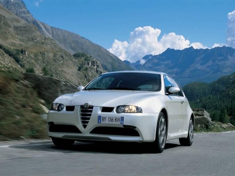 Very fast White colour Alfa Romeo 147 GTA Car