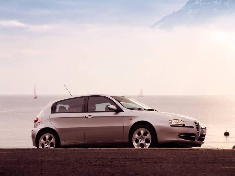 Wonderful silver Alfa Romeo 147 Car