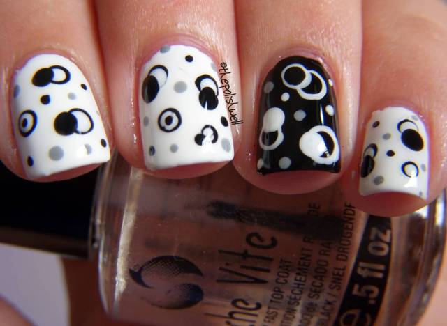 Amazing Black And White Polka Dot Nail Art With Ring Design