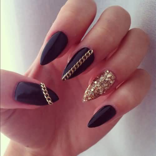 Amazing Stiletto Nails With Golden Paint And Chain