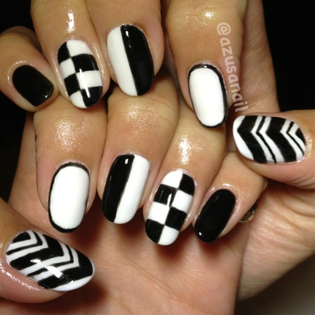 Awesome Chess Type Design In Black And White Nail Art