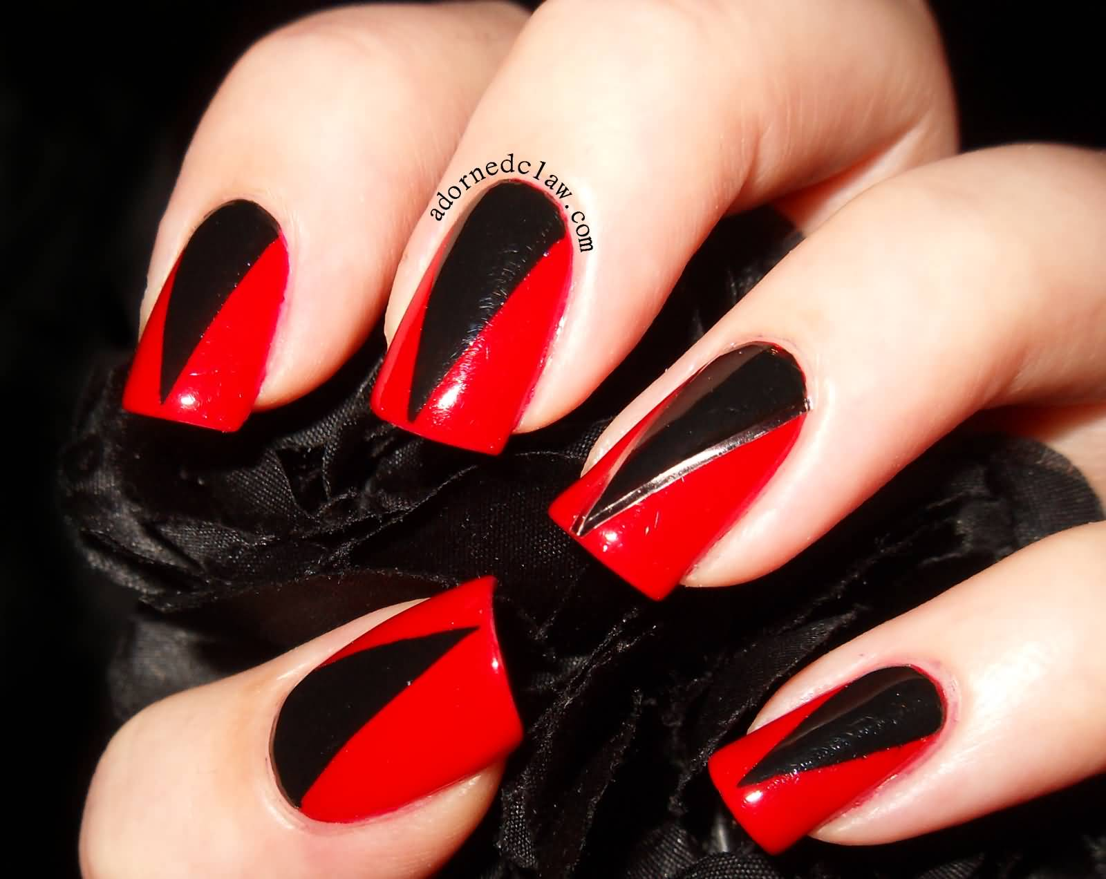 Awesome Red And Black Nails With Sharp V Design On Nail Published January 23 2017 At 1600 1272