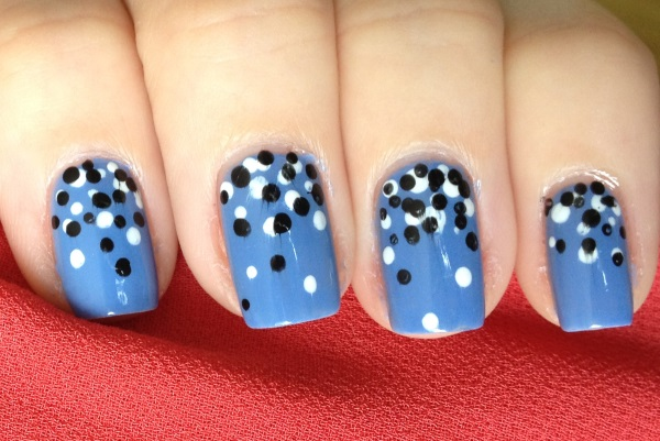 Beautiful Dot Design Blue Nail