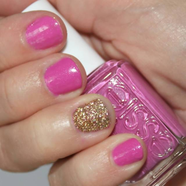 Best Girlish Pink Glitter Accent Nail Art