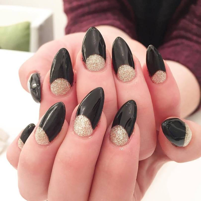 Eye Catching Black Nail Art Design With Silver Color Inner