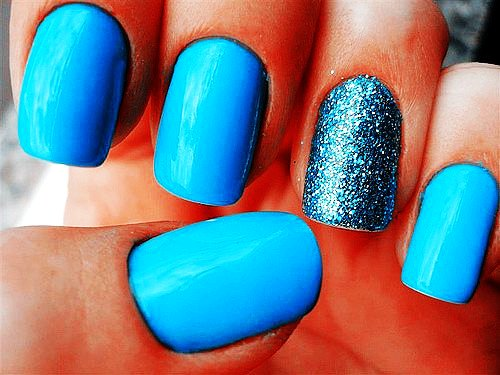 Eye Catching Blue Nail Art With Sparkling Ink