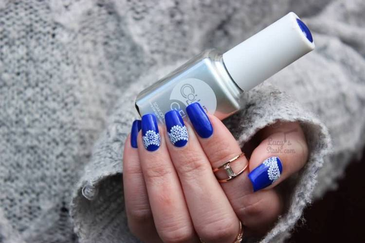 Fabulous Blue Nail Art With White Design
