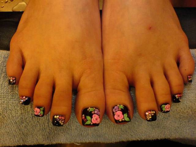 Fabulous Fingers Of Foot With Flower 3D Nail Art