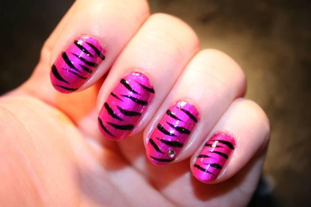 Fantastic Black And Pink Nails With Tiger Print