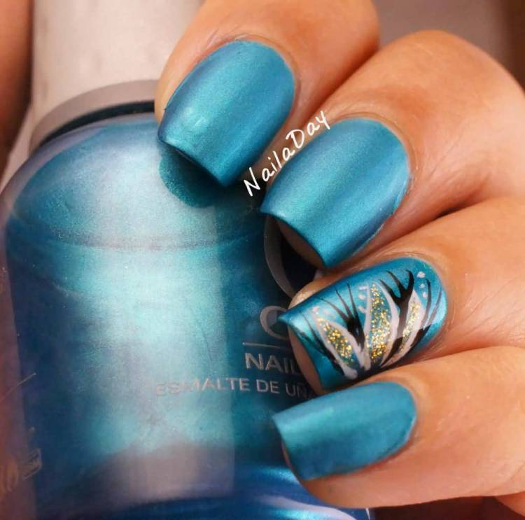 Glossy Shining Flower With Blue Ink Accent Nail Art