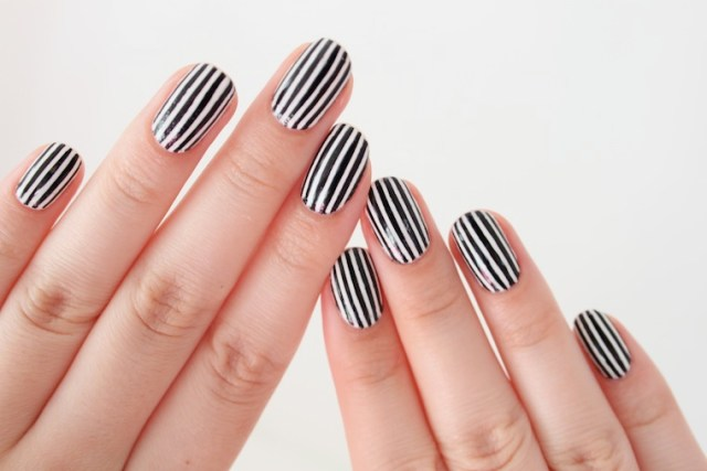 Great Black And White Nails With Lining