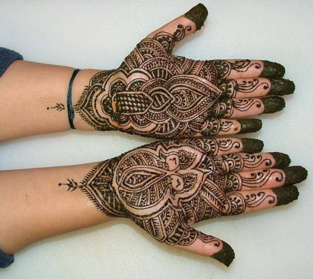 Groovy Henna Hand Tattoo Designs For Girls