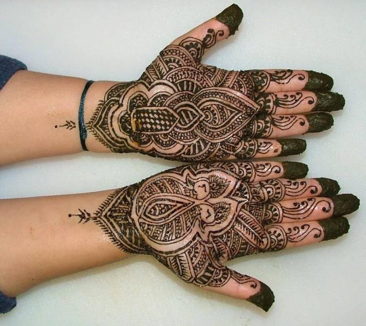 Groovy Henna Hand Tattoo Designs For Girls
