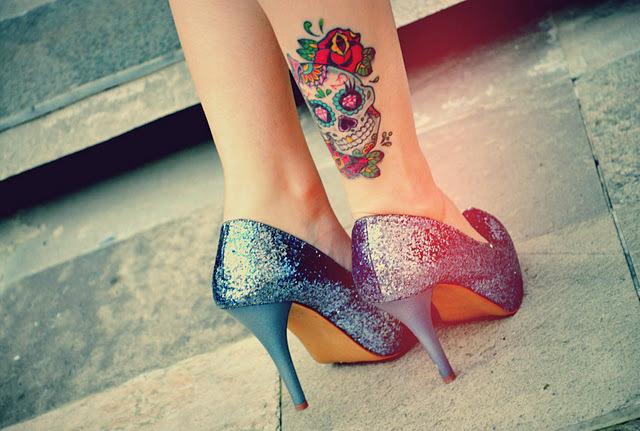Horrible Dia De Los Muertos Skull Tattoo Design On Leg For Girls