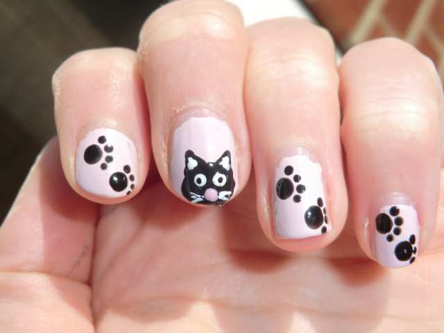 Incredible Kitty And Paw Black And White Nails