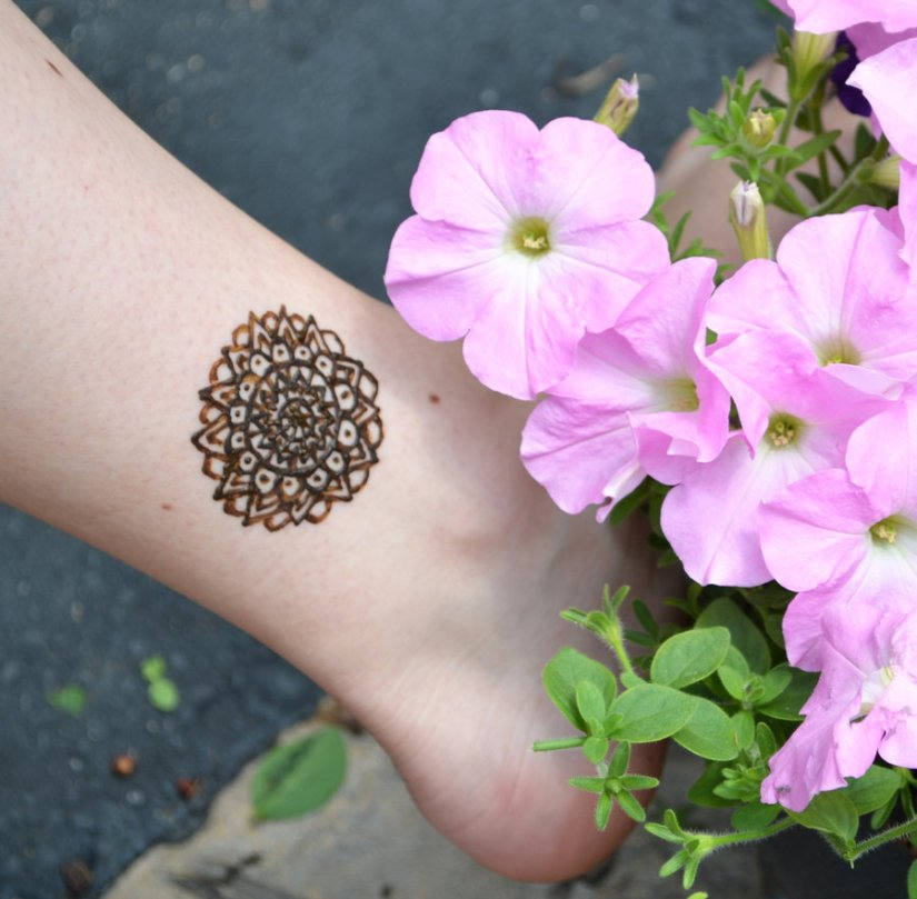 Innovative Henna Tattoo On Ankle For Girls